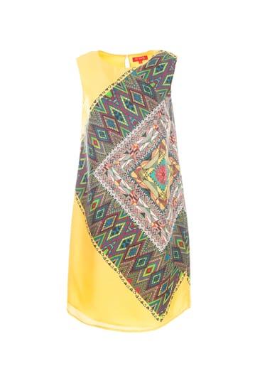 Robe droite en soie avec imprimé ethnique.