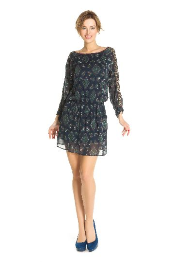 Long sleeves low waisted dress printed.