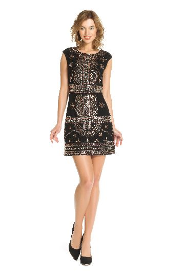Sleeveless dress in georgette with beadwork.