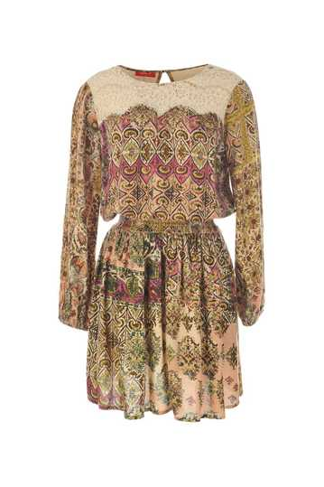 Robe imprimée taille ajustée et col rond.